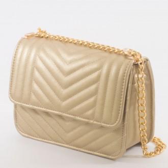 КОД : 2055 Дамска чанта от плътна и висококачествена еко кожа в златен цвят