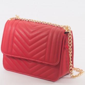 КОД : 2055 Дамска чанта от плътна и висококачествена еко кожа в червен цвят