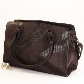 КОД : 2357 Дамска чанта от плътна и висококачествена еко кожа в кафяв цвят