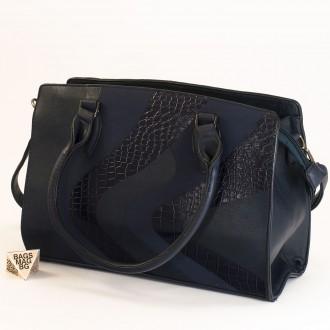 КОД : 2357 Дамска чанта от плътна и висококачествена еко кожа в тъмно син цвят