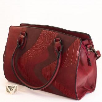 КОД : 2357 Дамска чанта от плътна и висококачествена еко кожа в червен цвят