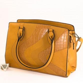 КОД : 2357 Дамска чанта от плътна и висококачествена еко кожа в жълт цвят