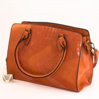 КОД : 2357 Дамска чанта от плътна и висококачествена еко кожа в оранжев цвят