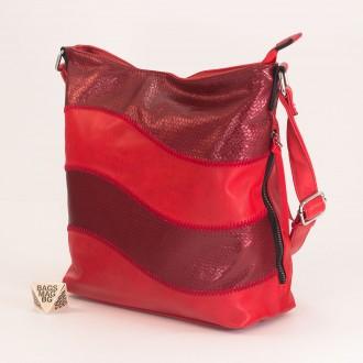 КОД : 2359 Дамска чанта от плътна и висококачествена еко кожа в червен цвят