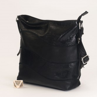 КОД : 2359 Дамска чанта от плътна и висококачествена еко кожа в черен цвят