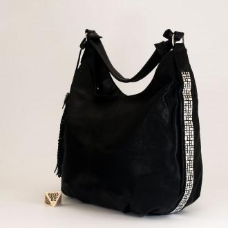 КОД : 2390 Дамска чанта тип торба от плътна и висококачествена еко кожа в черен цвят