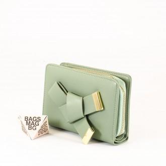 КОД : 277 Дамски портфейл от плътна и висококачествена еко кожа в зелен цвят