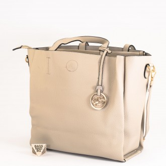 КОД: 391 Дамска чанта от плътна и висококачествена еко кожа в сив цвят