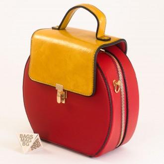 КОД: 393 Малка дамска чанта от плътна и висококачествена еко кожа в червен цвят