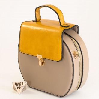 КОД: 393 Малка дамска чанта от плътна и висококачествена еко кожа в сив цвят