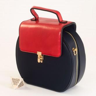 КОД: 393 Малка дамска чанта от плътна и висококачествена еко кожа в син цвят