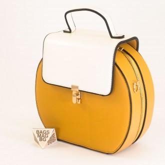 КОД: 393 Малка дамска чанта от плътна и висококачествена еко кожа в жълт цвят
