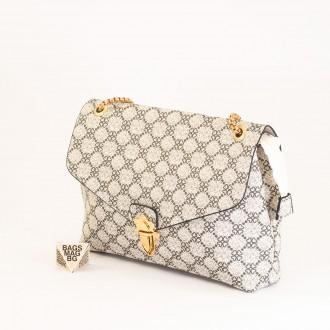 КОД: H398 Дамска чанта от плътна и висококачествена еко кожа в бял цвят