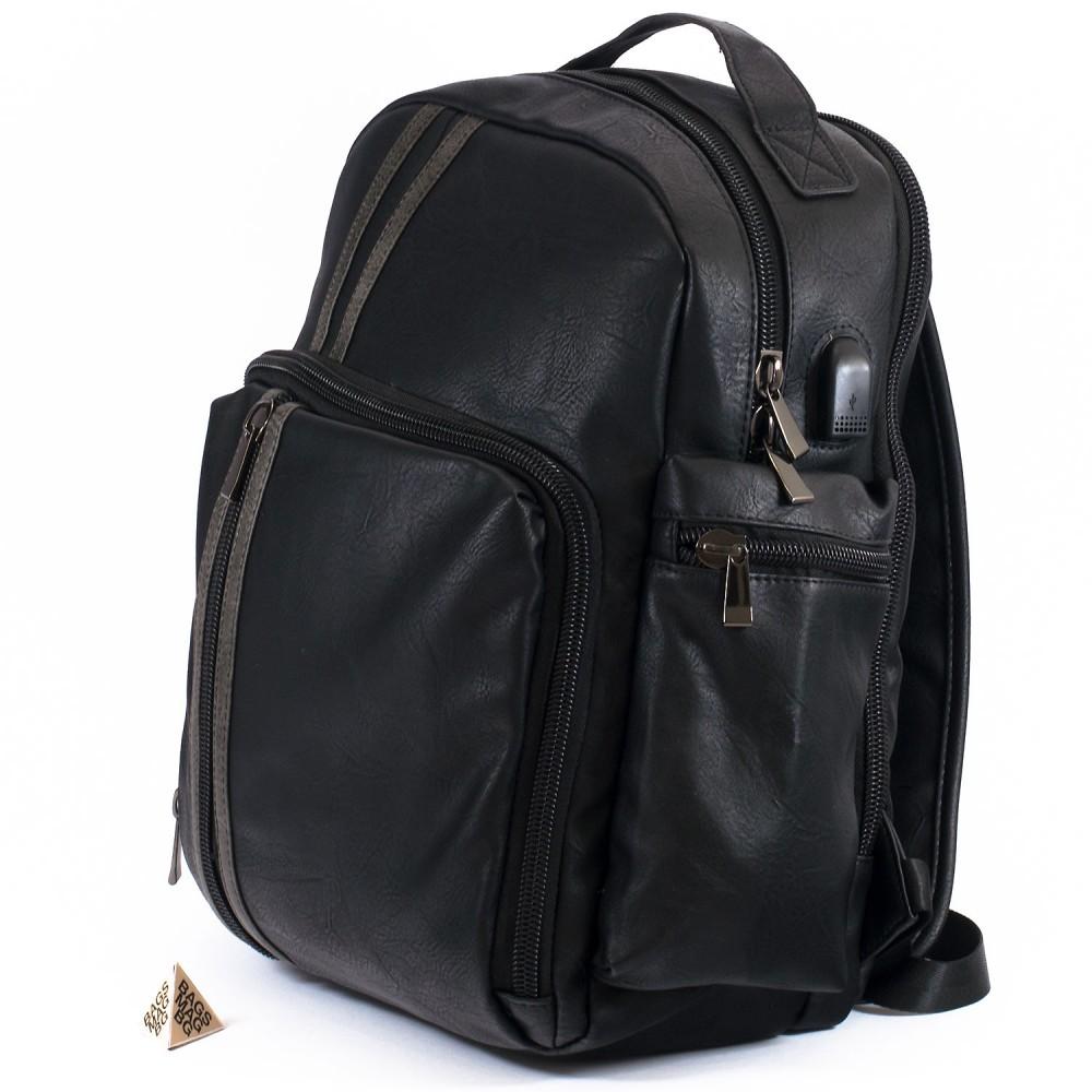 КОД: 5935 Раница от плътна и висококачествена еко кожа в черен цвят