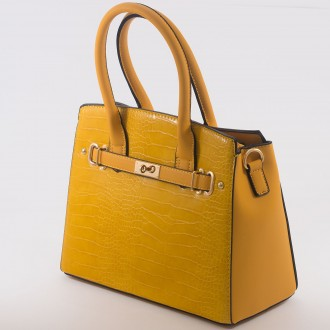 КОД : 6883 Дамска чанта от висококачествена еко кожа в жълт цвят