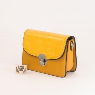 КОД : 7204 Малка дамска чанта от плътна и висококачествена еко кожа в жълт цвят