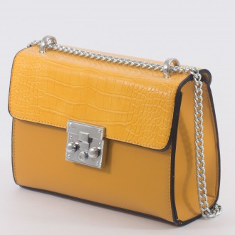 КОД: 7205 Малка дамска чанта от плътна и висококачествена еко кожа в жълт цвят