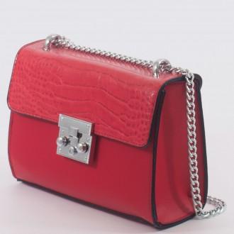 КОД: 7205 Малка дамска чанта от плътна и висококачествена еко кожа в червен цвят