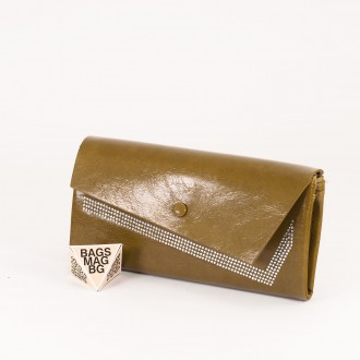 КОД : 74118 Дамски портфейл от плътна и висококачествена еко кожа в маслинено зелен цвят