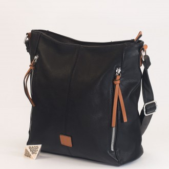 КОД : 8172 Дамска чанта от плътна и висококачествена еко кожа в черен цвят