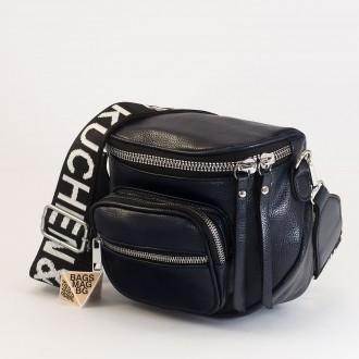 КОД: 8951 Малка дамска чанта от плътна и висококачествена еко кожа в син цвят
