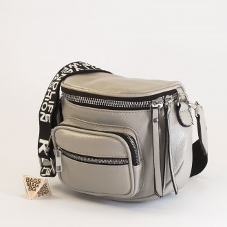 КОД: 8951 Малка дамска чанта от плътна и висококачествена еко кожа в сив цвят