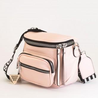 КОД: 8951 Малка дамска чанта от плътна и висококачествена еко кожа в розов цвят