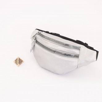 КОД : 90211 Дамска паласка от еко кожа в сребърен цвят