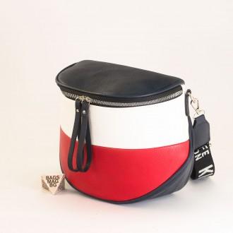 КОД: 9030 Дамска чанта от плътна и висококачествена еко кожа в син цвят - трицветна