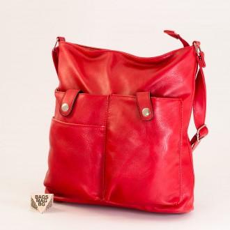 КОД: 91577 Дамска чанта от плътна и висококачествена еко кожа в червен цвят