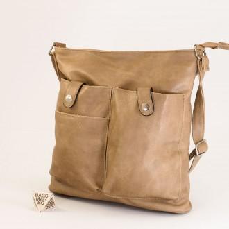 КОД: 91577 Дамска чанта от плътна и висококачествена еко кожа в цвят априкот