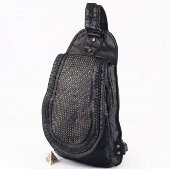 КОД: 9568 Дамска раница от плътна и висококачествена варена кожа в черен цвят