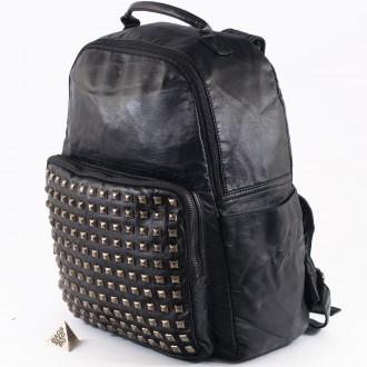 КОД: 98515 Дамска раница от плътна и висококачествена варена кожа в черен цвят
