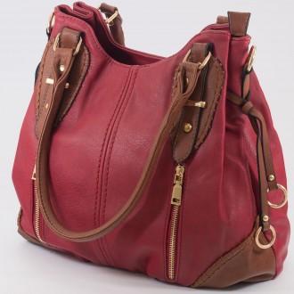 КОД: 9885 Дамска чанта от плътна и висококачествена еко кожа в червен цвят