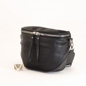 КОД: A2407 Малка дамска чанта от плътна и висококачествена еко кожа в черен цвят