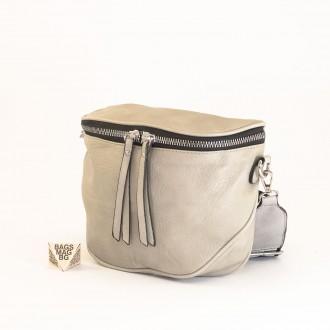 КОД: A2407 Малка дамска чанта от плътна и висококачествена еко кожа в сив цвят