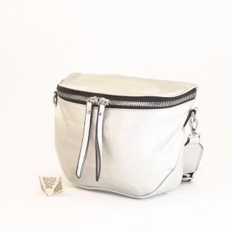 КОД: A2407 Малка дамска чанта от плътна и висококачествена еко кожа в сребърен цвят