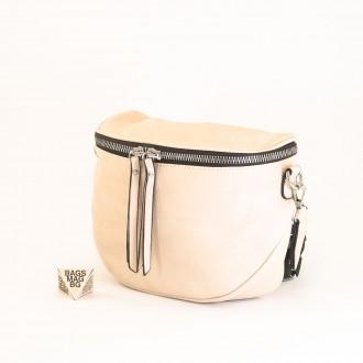 КОД: A2407 Малка дамска чанта от плътна и висококачествена еко кожа в светло бежов цвят