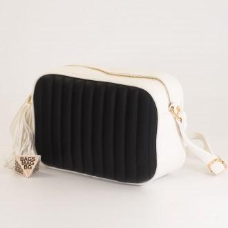 КОД: A2421 Малка дамска чанта от плътна и висококачествена еко кожа в цвят бяло с черно