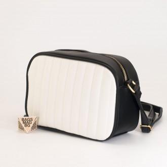 КОД: A2421 Малка дамска чанта от плътна и висококачествена еко кожа в цвят черно с бяло