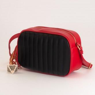 КОД: A2421 Малка дамска чанта от плътна и висококачествена еко кожа в цвят червено с черно