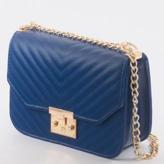 КОД : 1260 Дамска чанта от плътна и висококачествена еко кожа в син цвят