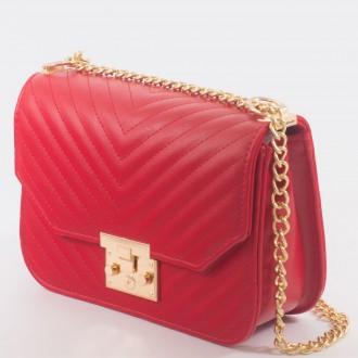 КОД : 1260 Дамска чанта от плътна и висококачествена еко кожа в червен цвят