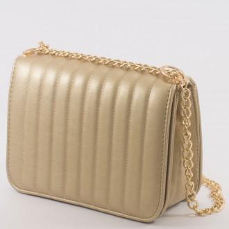 КОД : 2150 Дамска чанта от плътна и висококачествена еко кожа в златен цвят