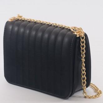 КОД : 2150 Дамска чанта от плътна и висококачествена еко кожа в черен цвят