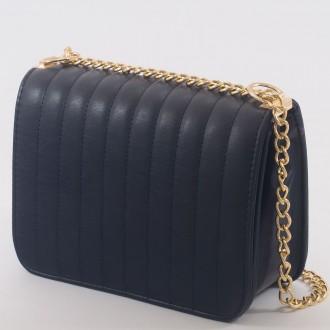 КОД : 2150 Дамска чанта от плътна и висококачествена еко кожа в тъмно син цвят
