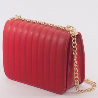 КОД : 2150 Дамска чанта от плътна и висококачествена еко кожа в червен цвят