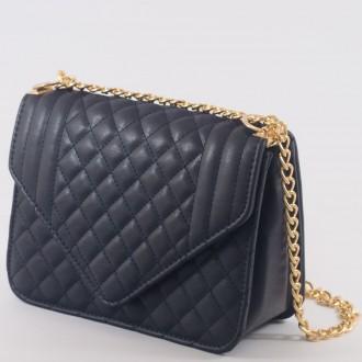 КОД : 2350 Дамска чанта от плътна и висококачествена еко кожа в тъмно син цвят