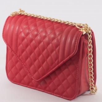 КОД : 2350 Дамска чанта от плътна и висококачествена еко кожа в червен цвят