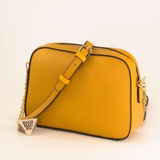КОД : D1001 Малка дамска чанта от плътна и висококачествена еко кожа в жълт цвят